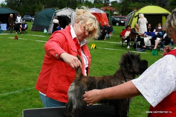 owner cairn terrier Yvonne Van Den Bogert