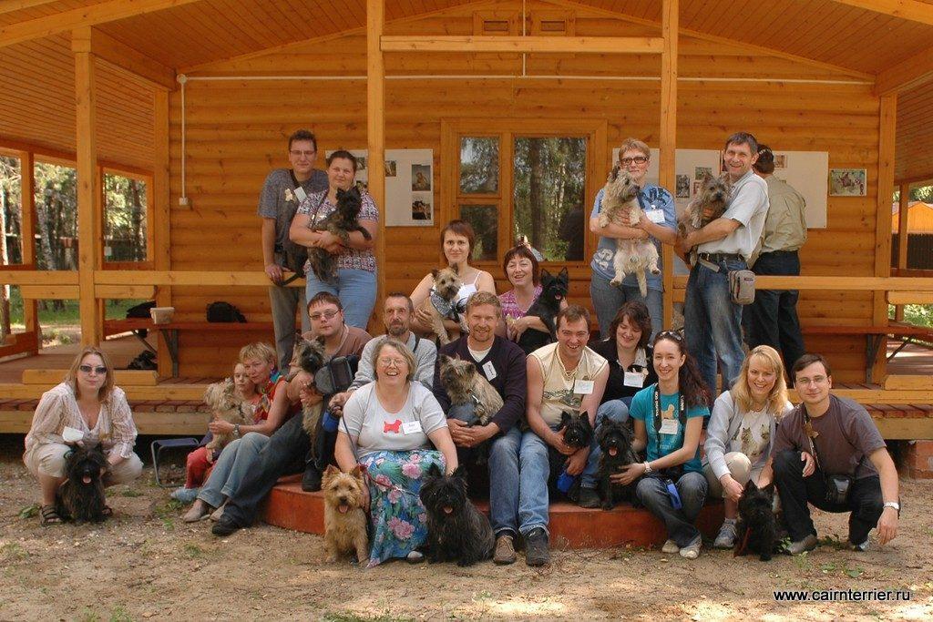 Фото владельцев с керн терьерами на празднике, посвящённому породе