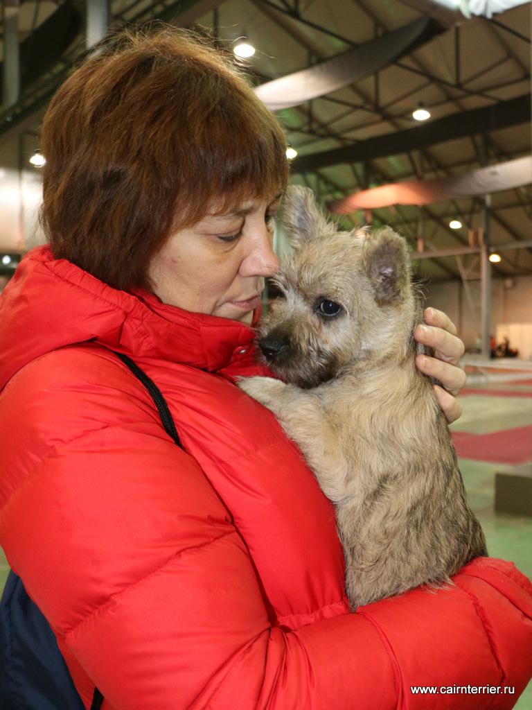 Фото владельца со щенком питомника Еливс на руках