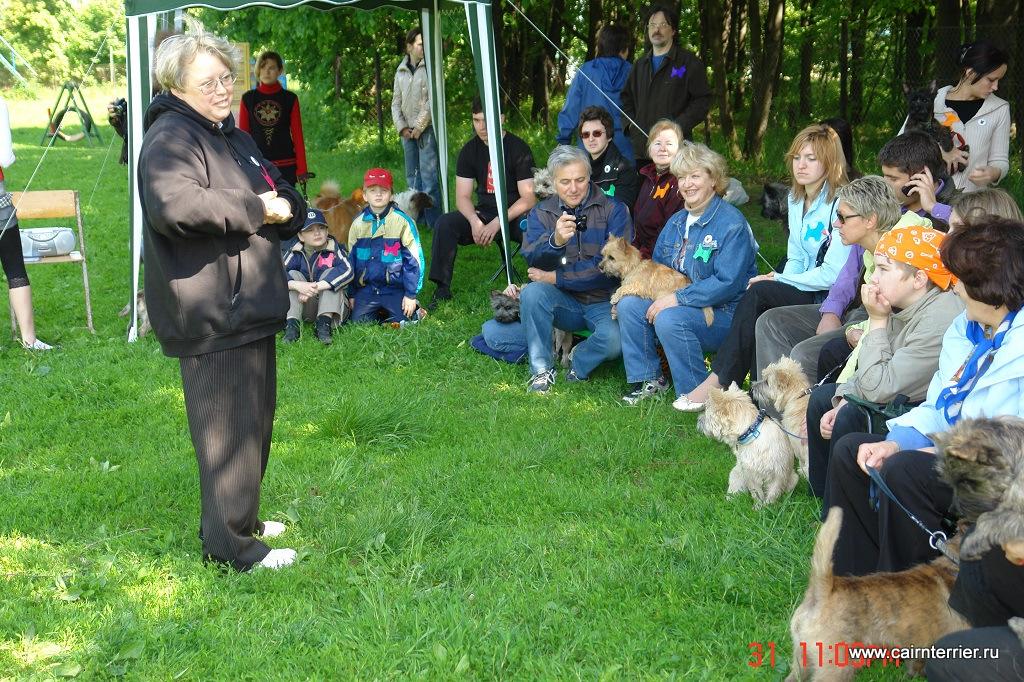 Фото Елены Сорокиной и владельцев керн терьеров, участников праздника «День керн терьера» 2008 года