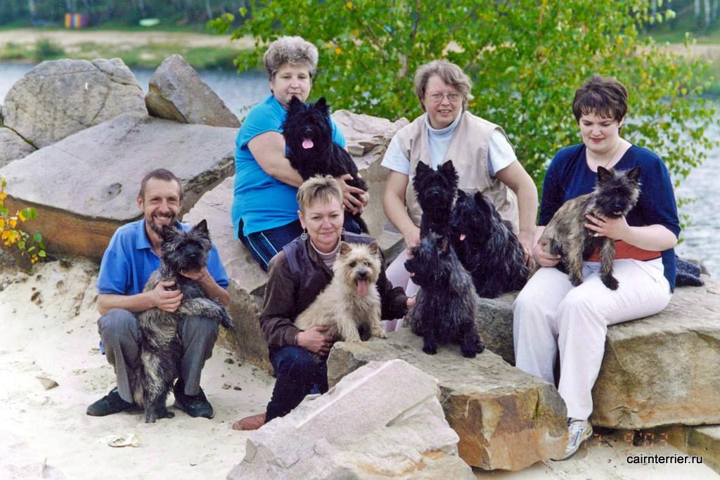 Фото владельцев с керн-терьерами на камнях Люберецкого большого карьера